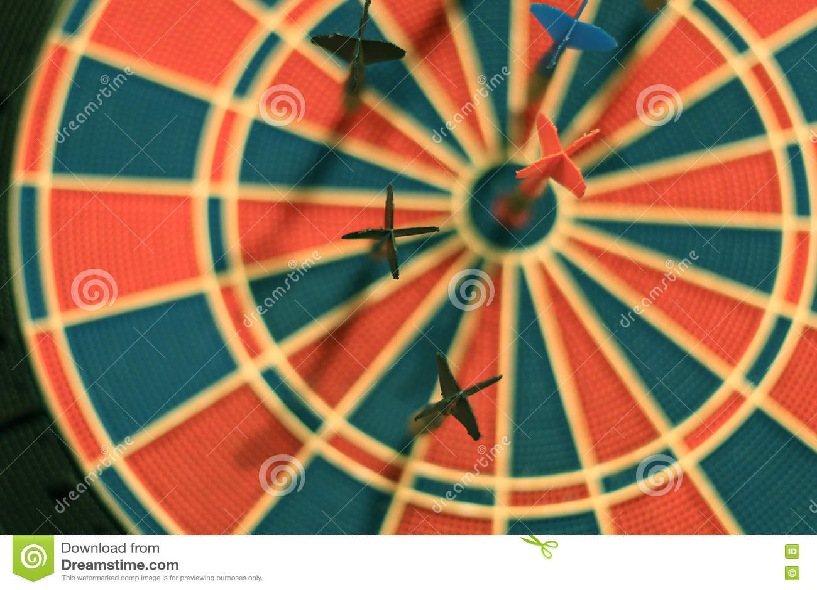 Darde des flèches au centre de cible