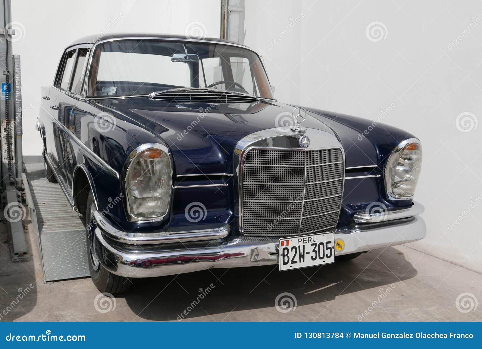 Dark Blue Mercedes Benz 300 Se L Showed In Lima Editorial Stock Image Image Of Daimler Life 130813784