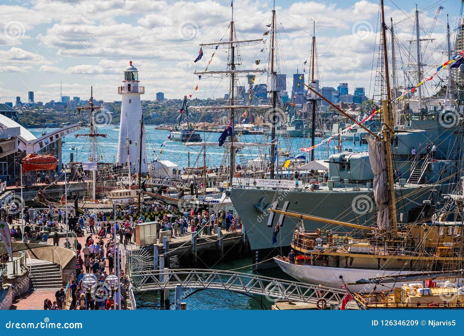Darling Harbour Lighthouse e navios amarrados em Sydney