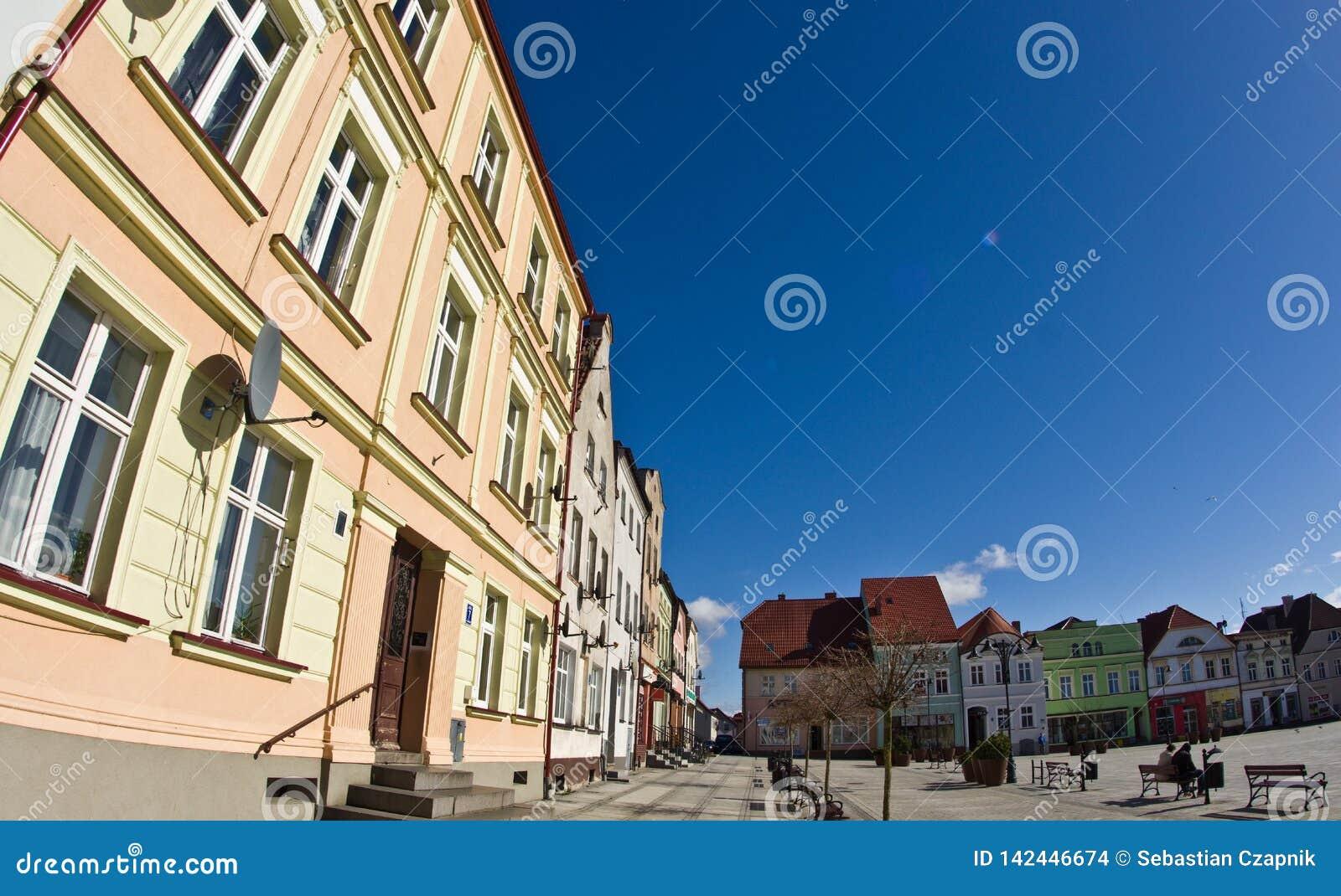 Darlowo Polen - bilden för fisheye för vinkel för stadfyrkant den breda