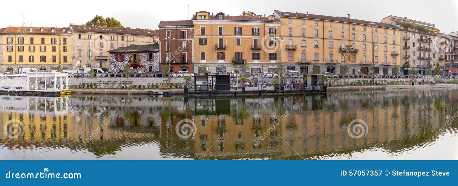 Darsena, de stad van Milaan, de zomernacht Het beeld van de kleur