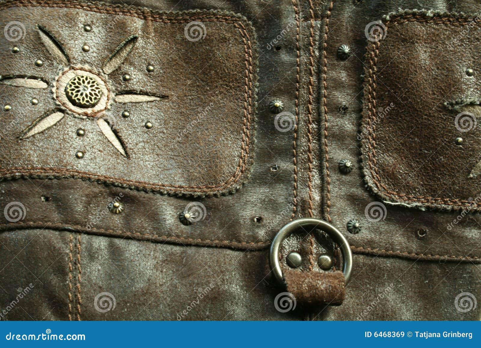 Das alte Leder mit den metallischen Nieten