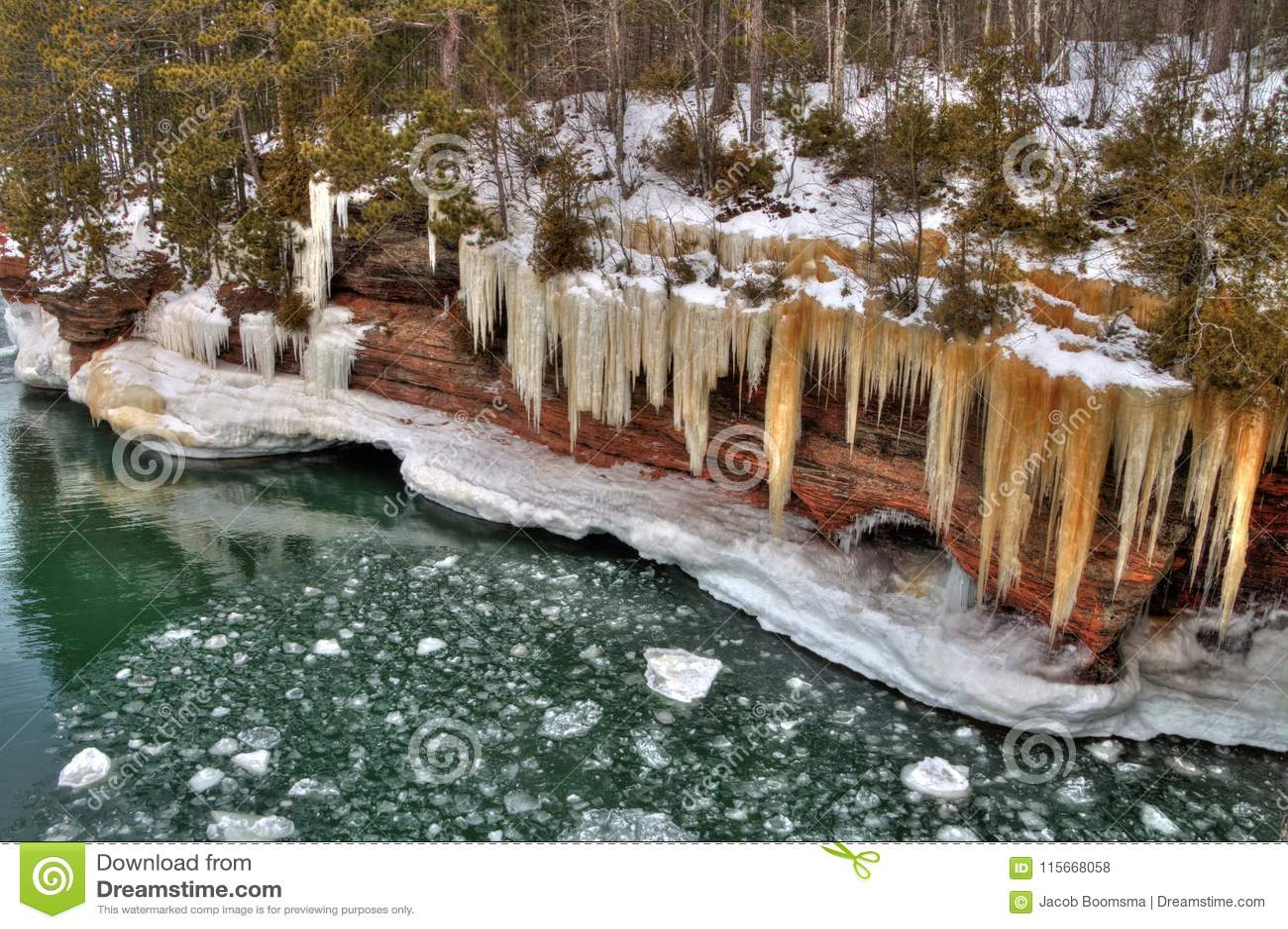 Das Apostel-Islands nationale See-Ufer sind ein populärer touristischer Bestimmungsort auf Oberem See in Wisconsin