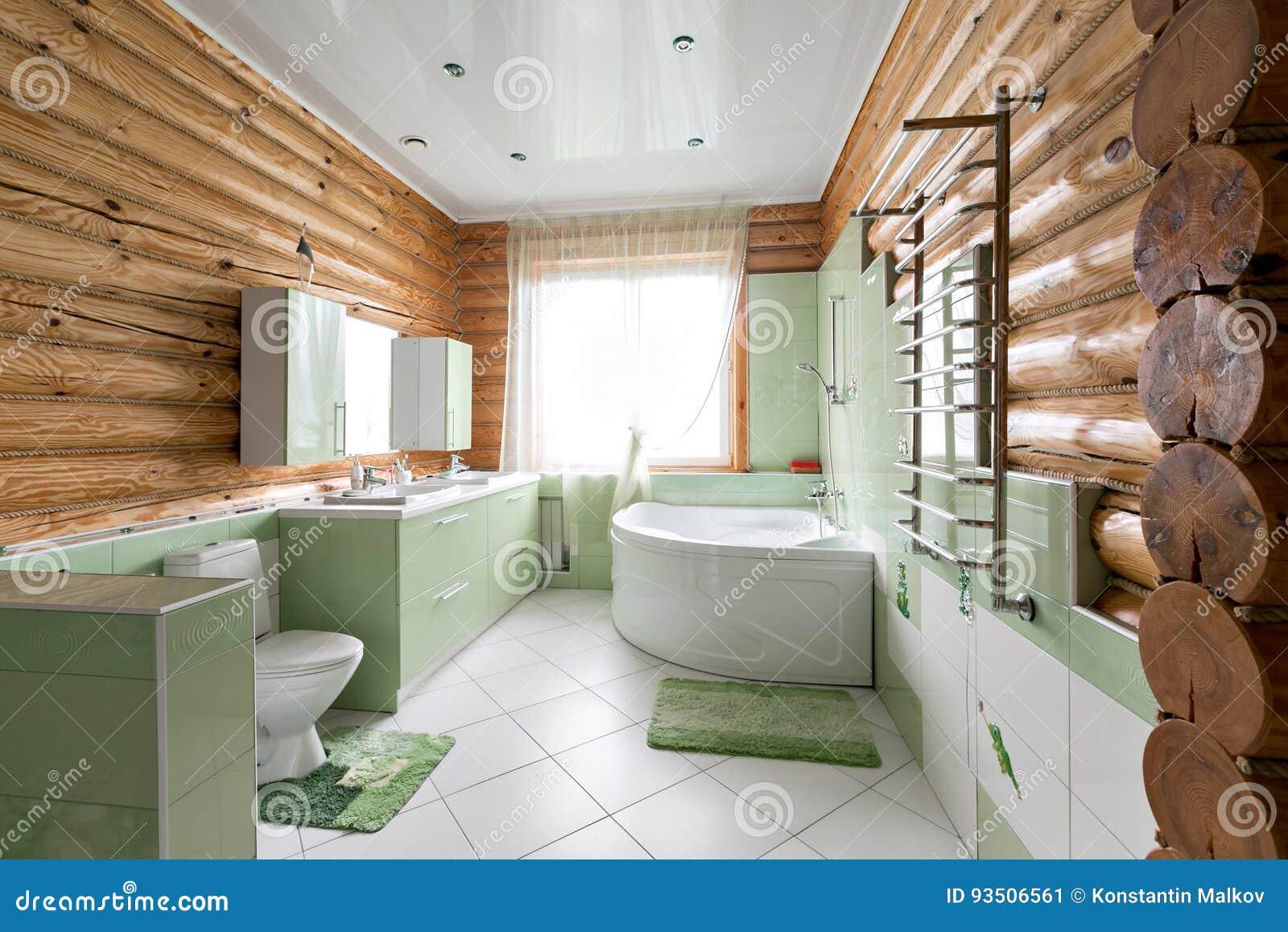 Das Badezimmer In Einem Rustikalen Blockhaus, In Den Bergen Mit