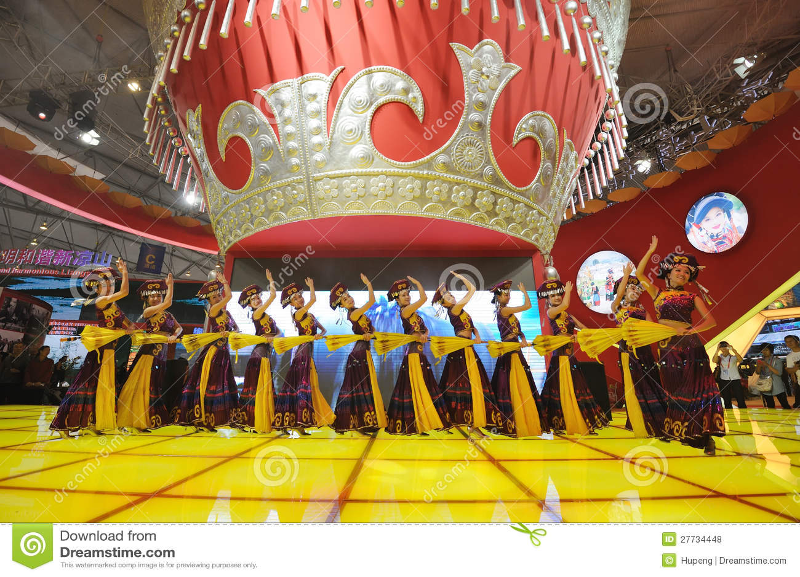 Das chinesische Yi-Mädchentanzen