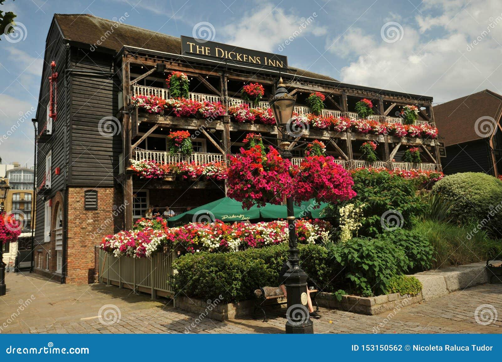 Das Dickens Gasthaus Ist Ein Ursprungliches Lagergebaude Nahe Turm Brucke Tower Von London Redaktionelles Stockfotografie Bild Von Enkel Jahrhundert 153150562