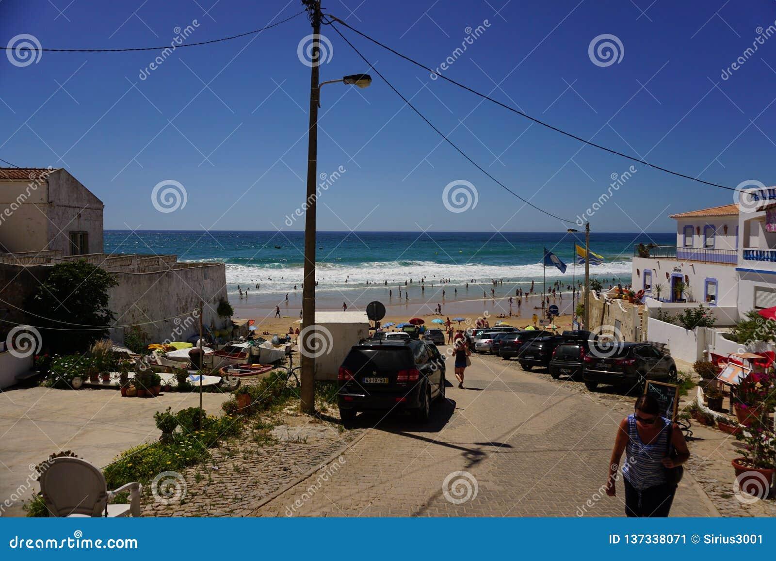 Das Dorf von Burgau bei der Algarve von Portugal in Europa Portugal, Algarve im Sommer