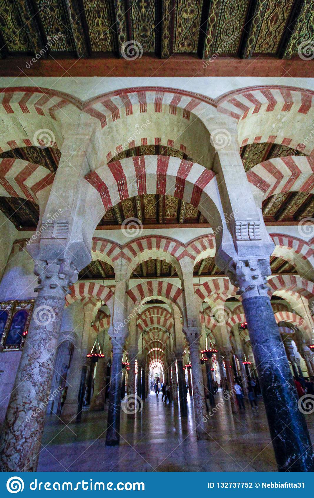 Das forrest von Säulen in der großen Moschee in Cordoba, Spanien