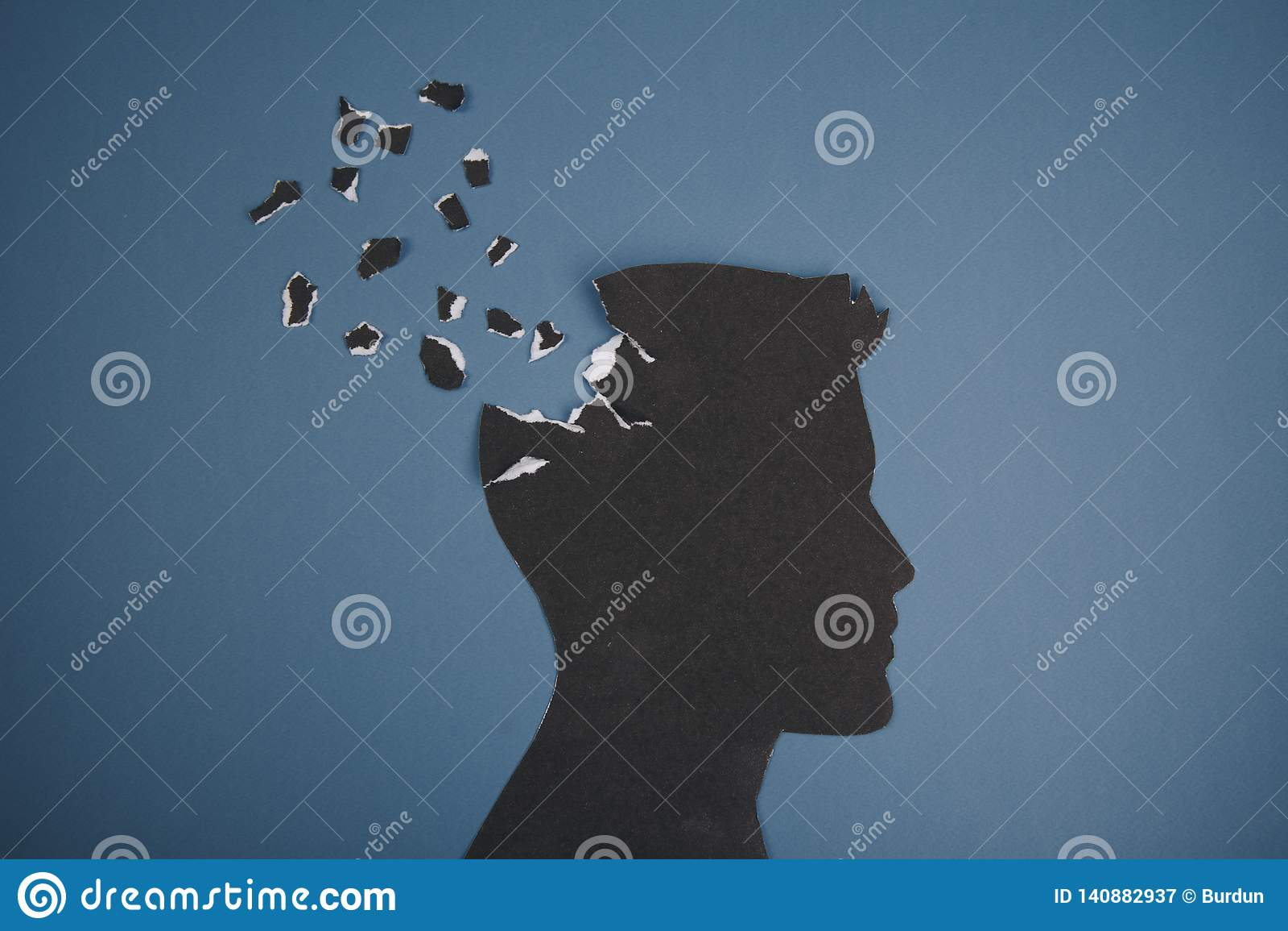 Das Gehirnstörungssymbol, das durch menschlichen Kopf dargestellt wurde, machte Formpapier Kreative Idee für Alzheimerkrankheit,