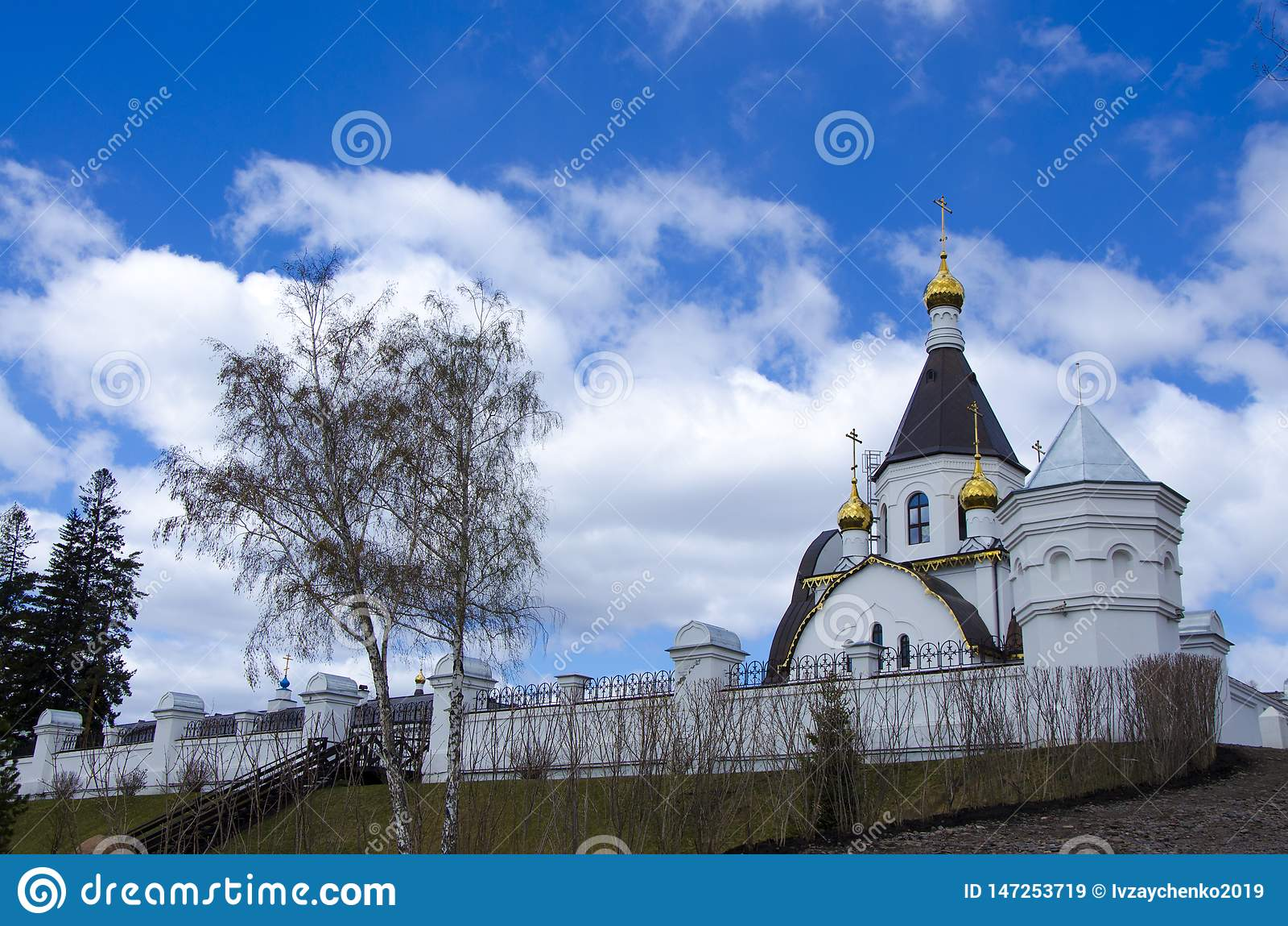Das heilige Annahme-Kloster der Krasnojarsk-Di?zese, die Russisch-Orthodoxe Kirche, gelegen auf den Banken des Jenisseis,