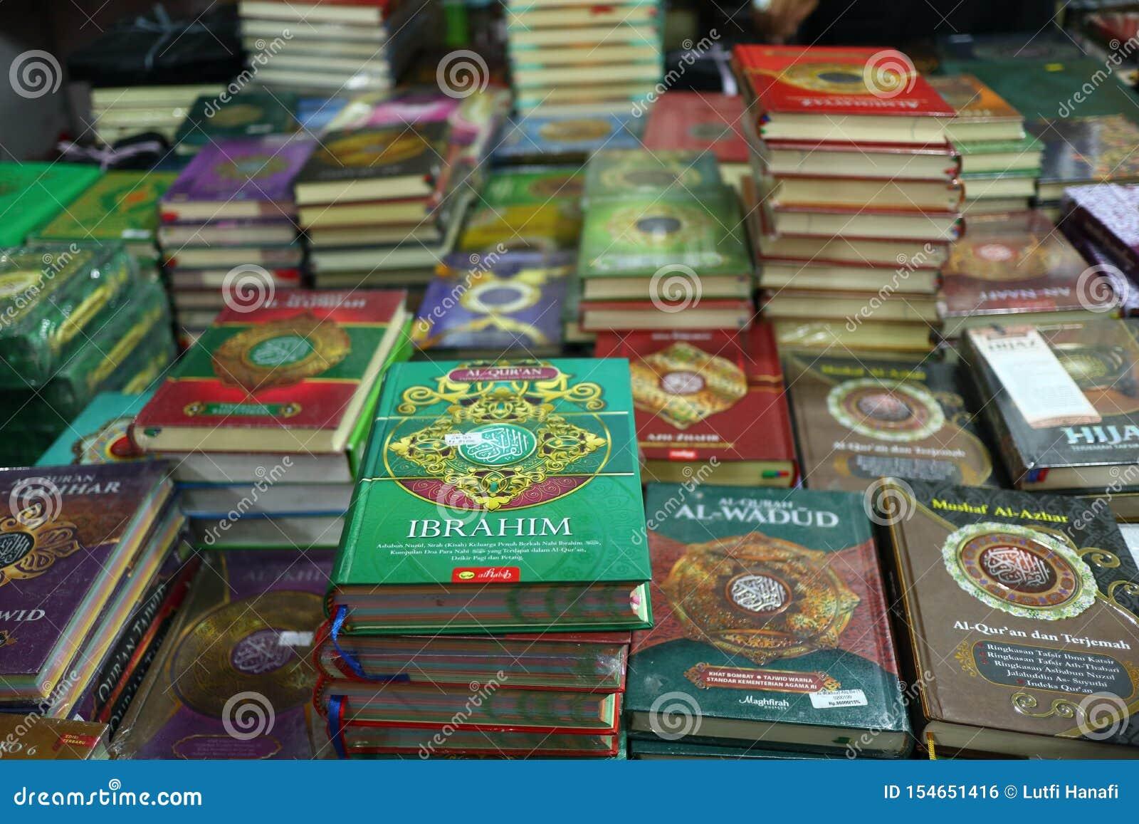 Das heilige Qur 'und verschiedene Islamisch-themenorientierte Bücher