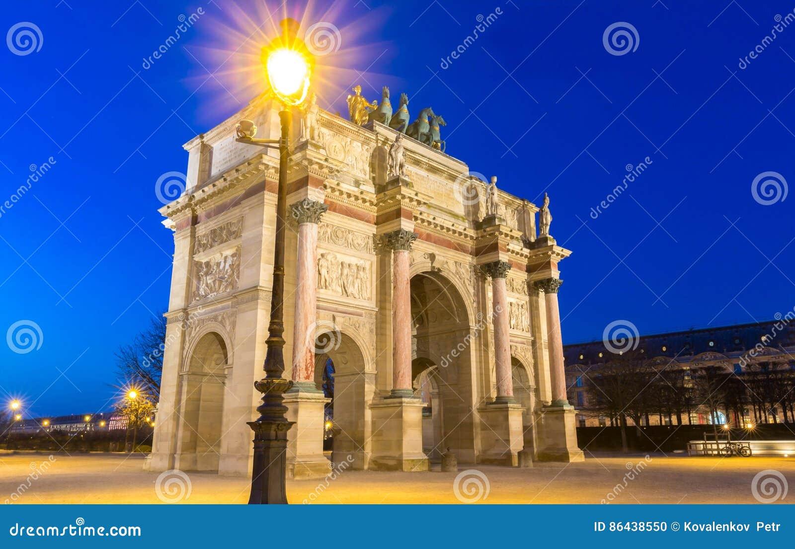 Das Karussell Bogende Triomphe du, Paris, Frankreich