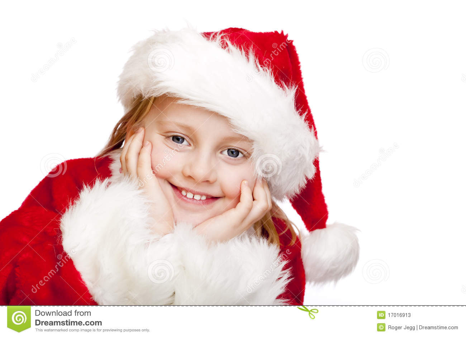 Das kleine Kind, das als Weihnachtsmann gekleidet wird, lächelt glücklich