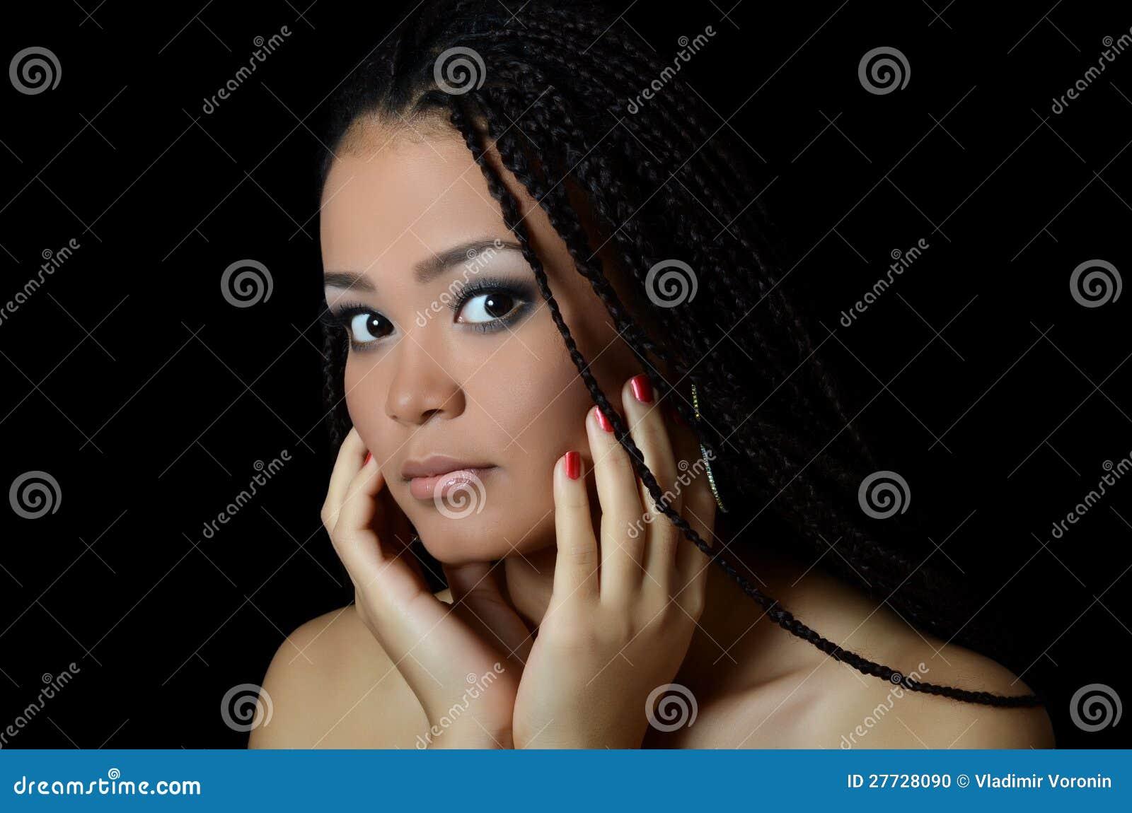 Das Mädchen der Mulatte mit einem schönen Make-up