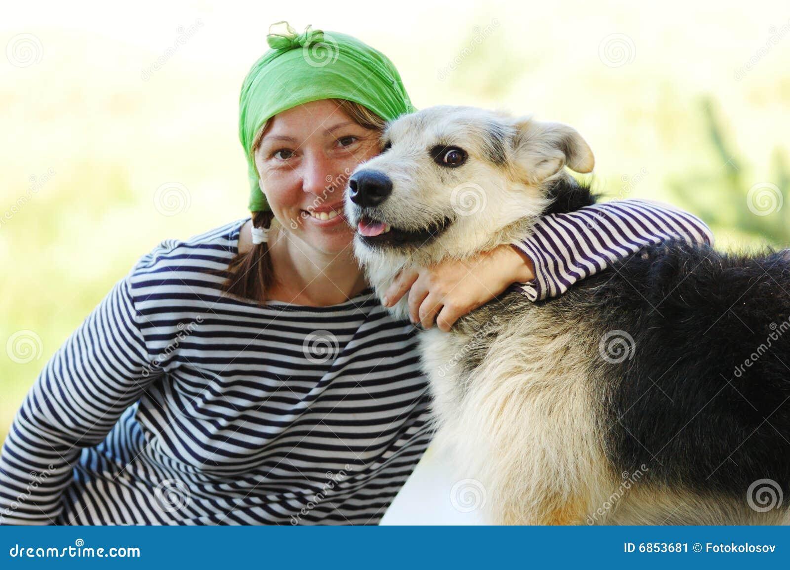 Das Mädchen und der Hund