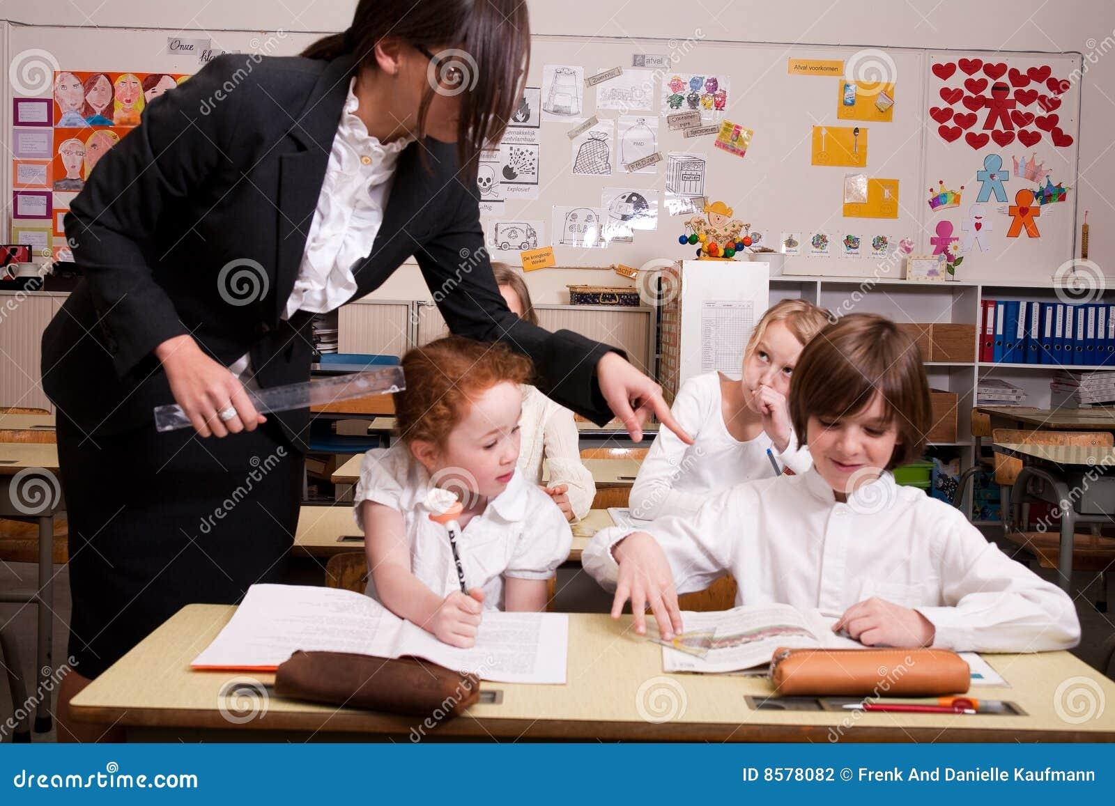 Das Schulmädchen Und Der Lehrer