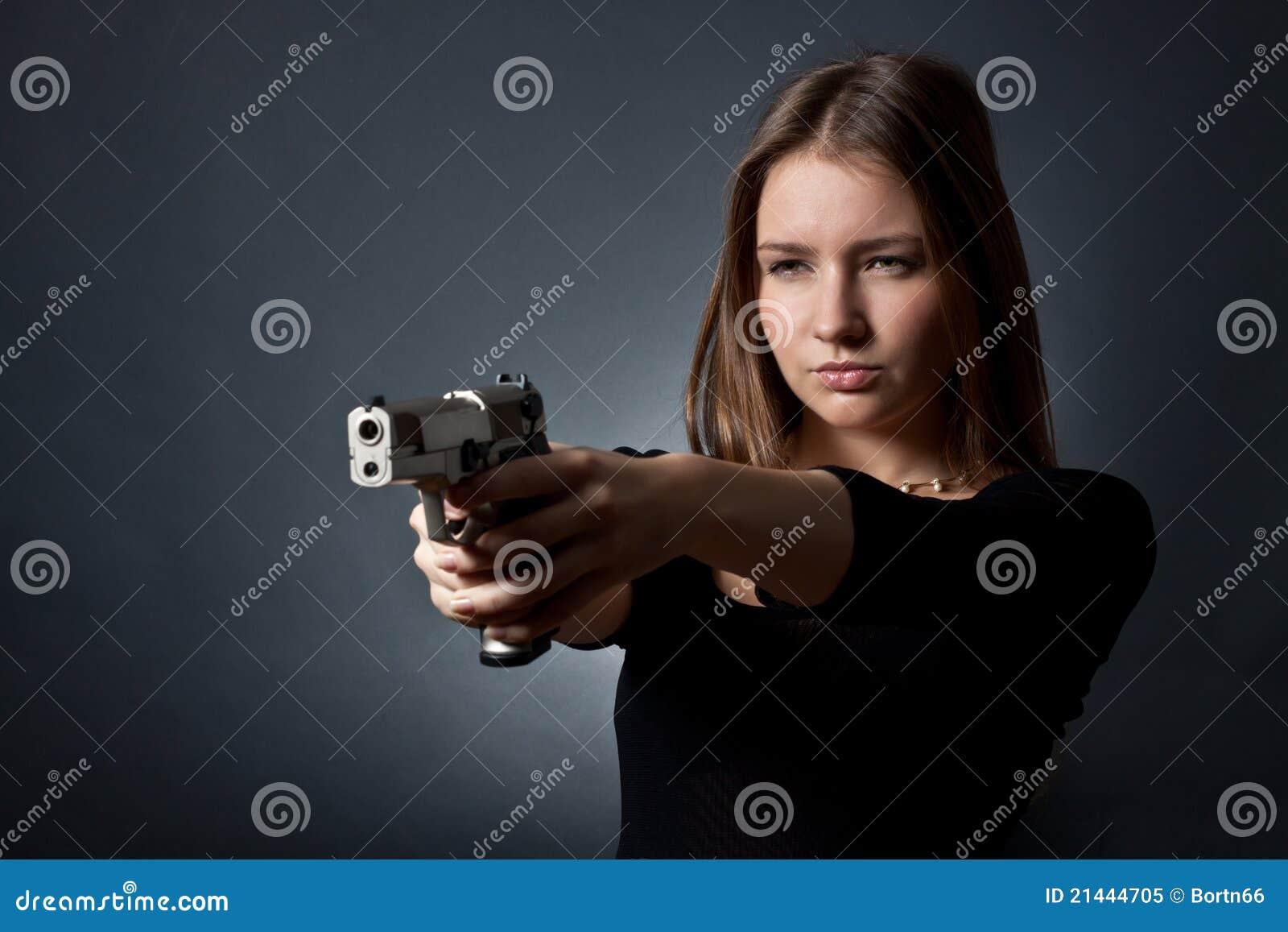 Das Mittel der jungen Frau stockbild. Bild von schauen