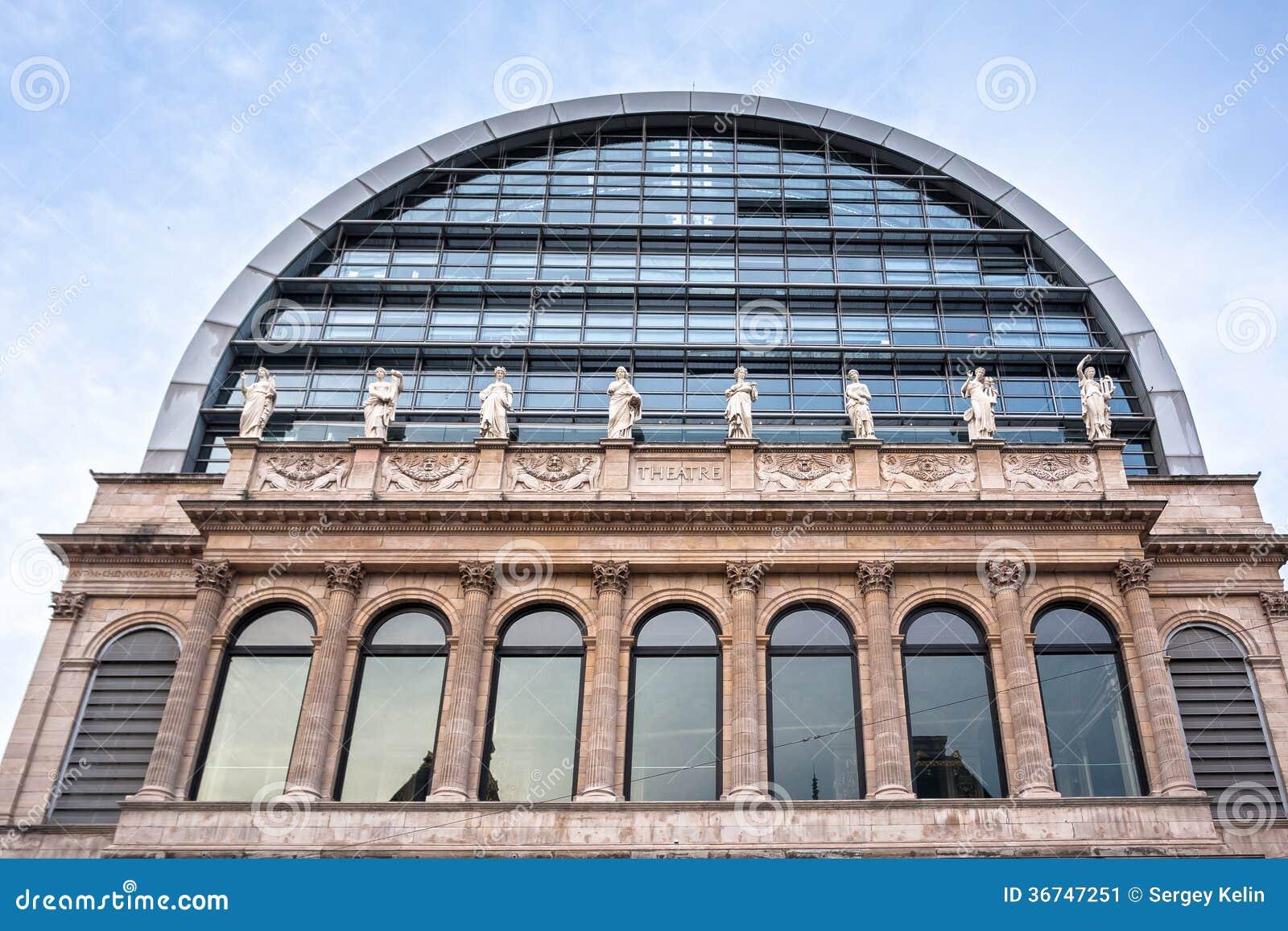 ^ - Das Opernhaus Mit Neoklassischer rchitektur, Lyon, Frankreich ...
