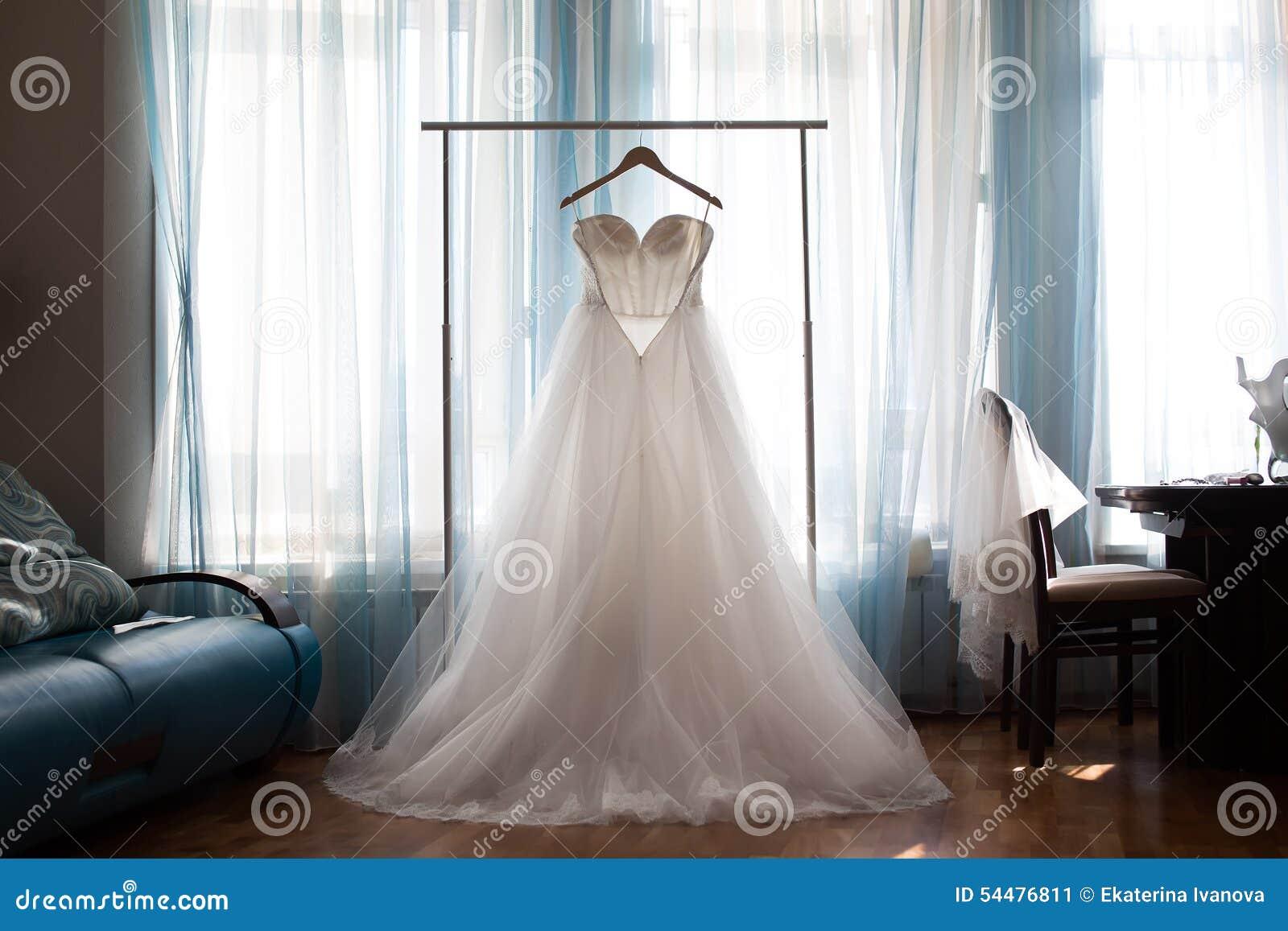 Niedlich Aufhänger Für Hochzeitskleid Bilder - Hochzeit Kleid Stile ...
