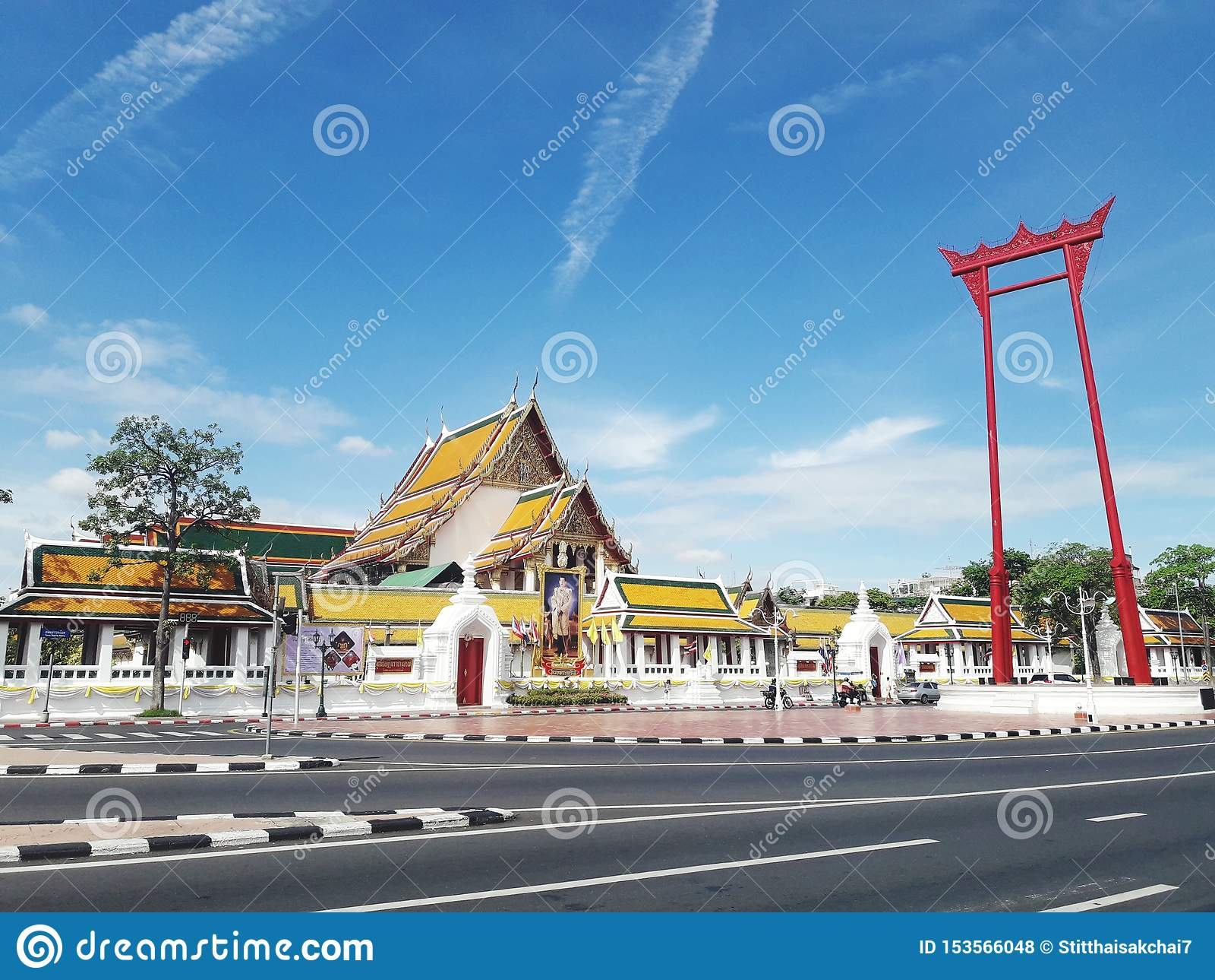 Das riesige Schwingen (Sao Ching Cha) ist eine fromme Struktur in Bangkok, Thailand