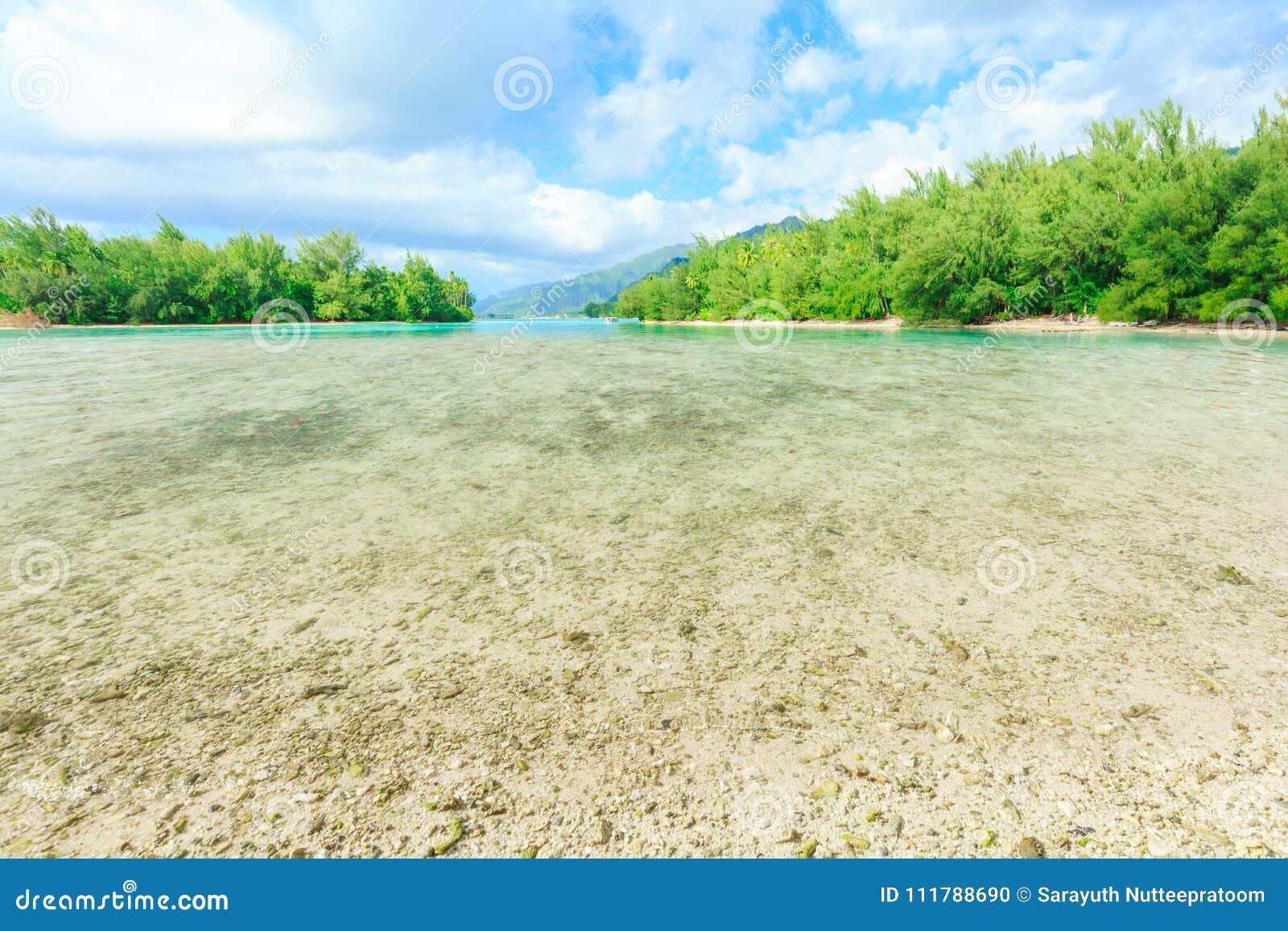 Das schöne Meer und der Erholungsort in Moorae-Insel bei Tahiti