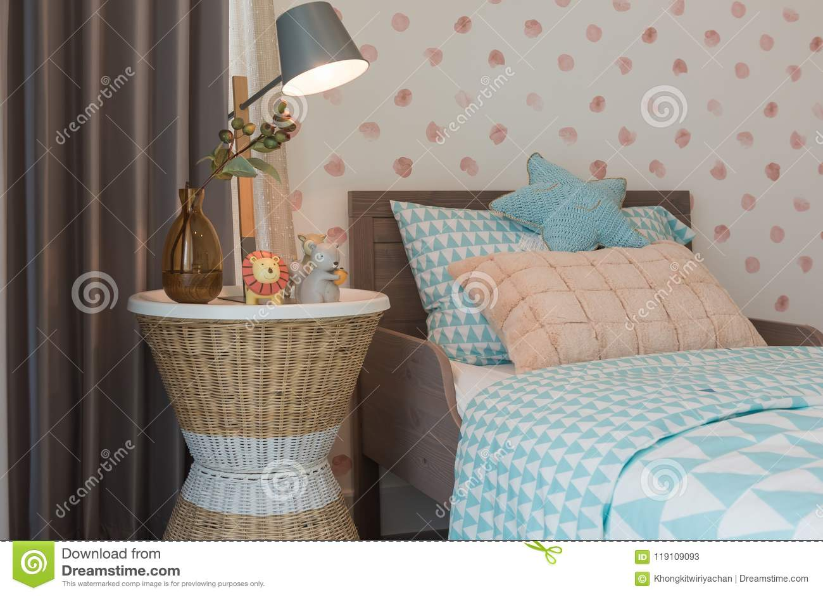 Das Schlafzimmer Des Kindes Mit Gemütlichem Bett Stockbild Bild