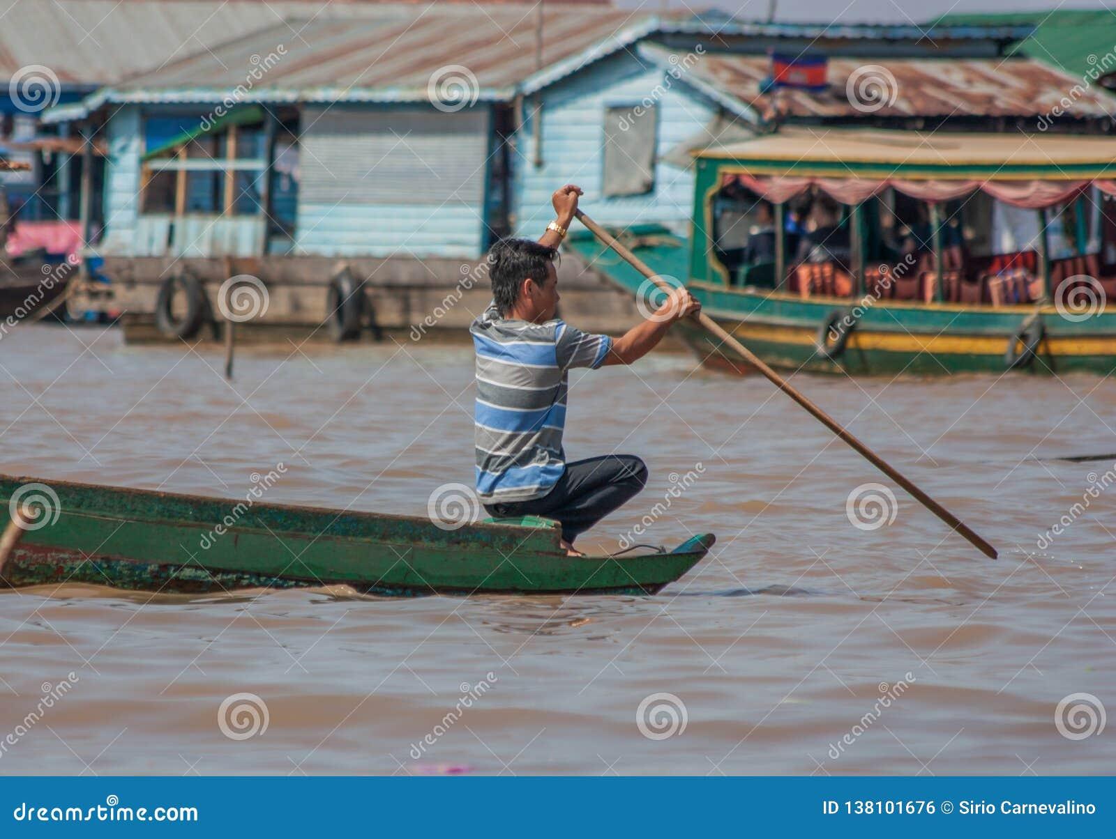 Das sich hin- und herbewegende Dorf von Tonle-Saft, Kambodscha