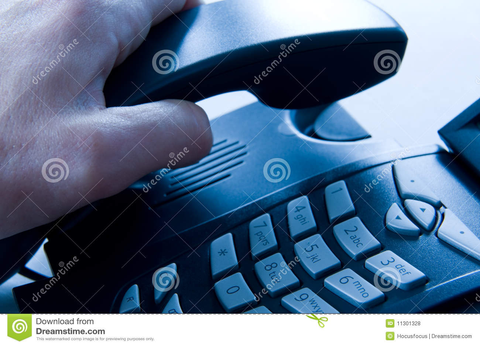Das Telefon aufheben