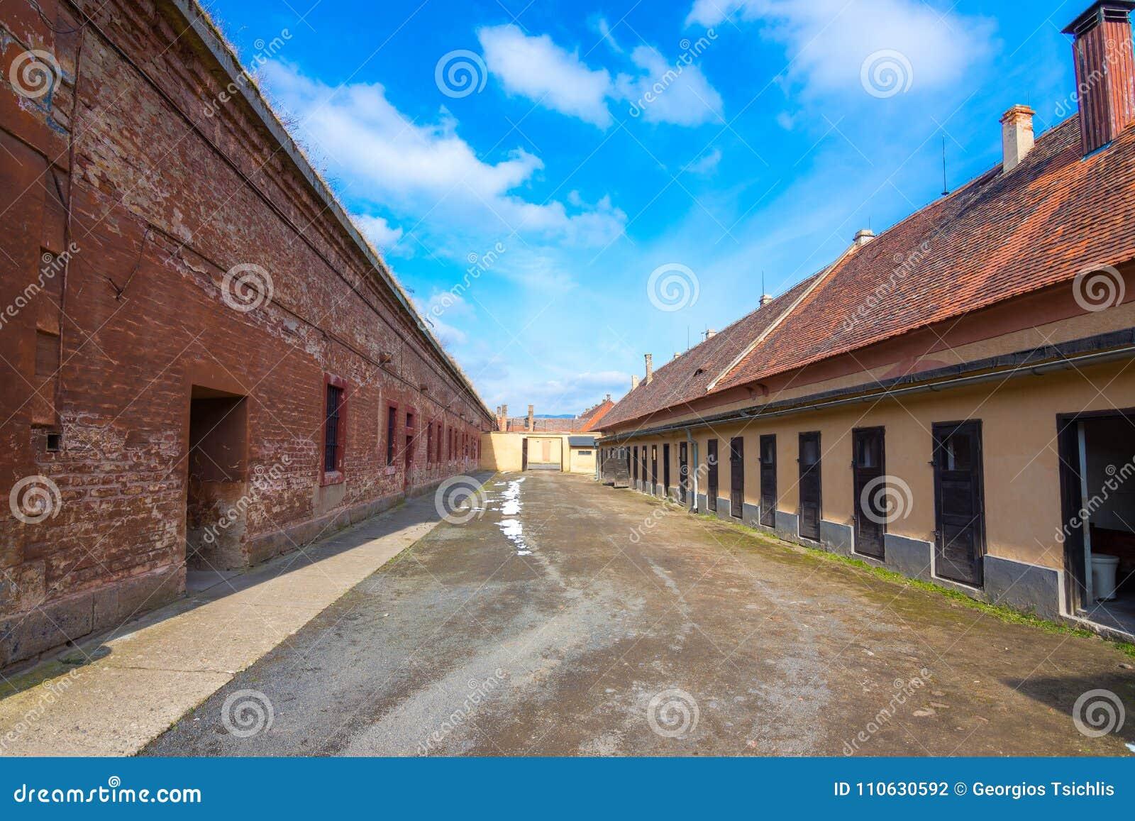 Das Terezin-Denkmal war eine mittelalterliche Militärfestung, die als Konzentrationslager im WW benutzt wurde