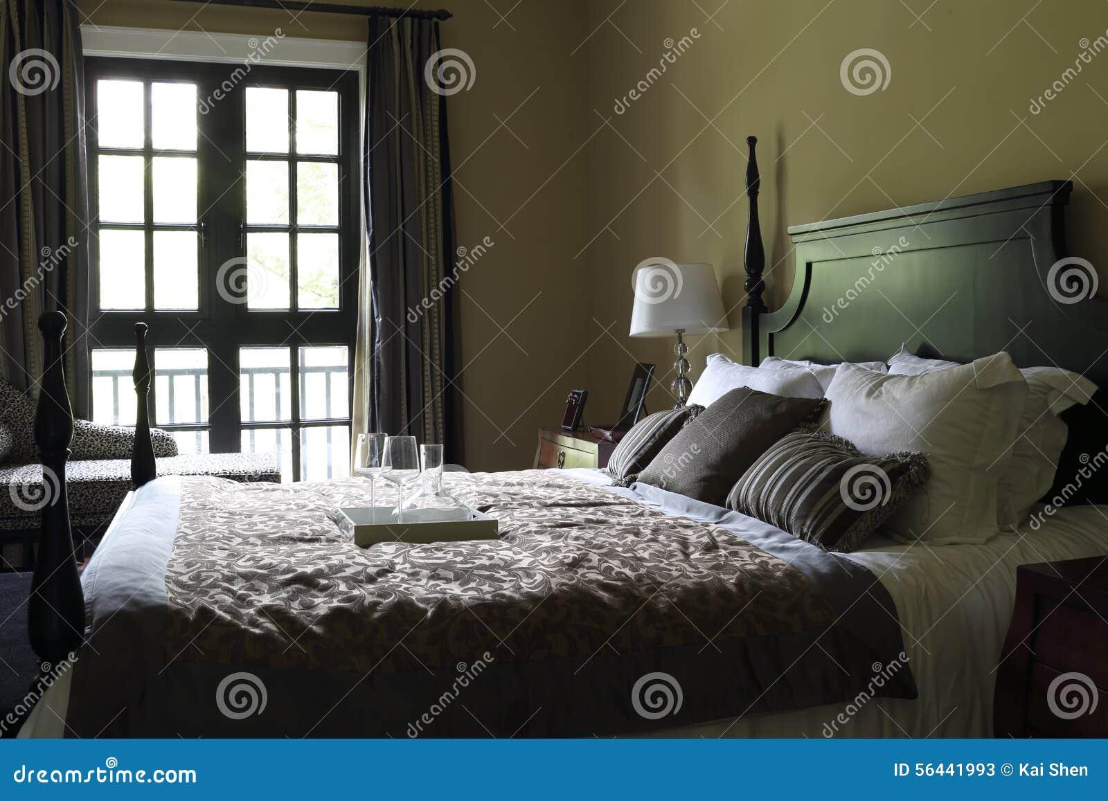 Das Typische Amerikanische Schlafzimmer Stockbild Bild Von Schrank