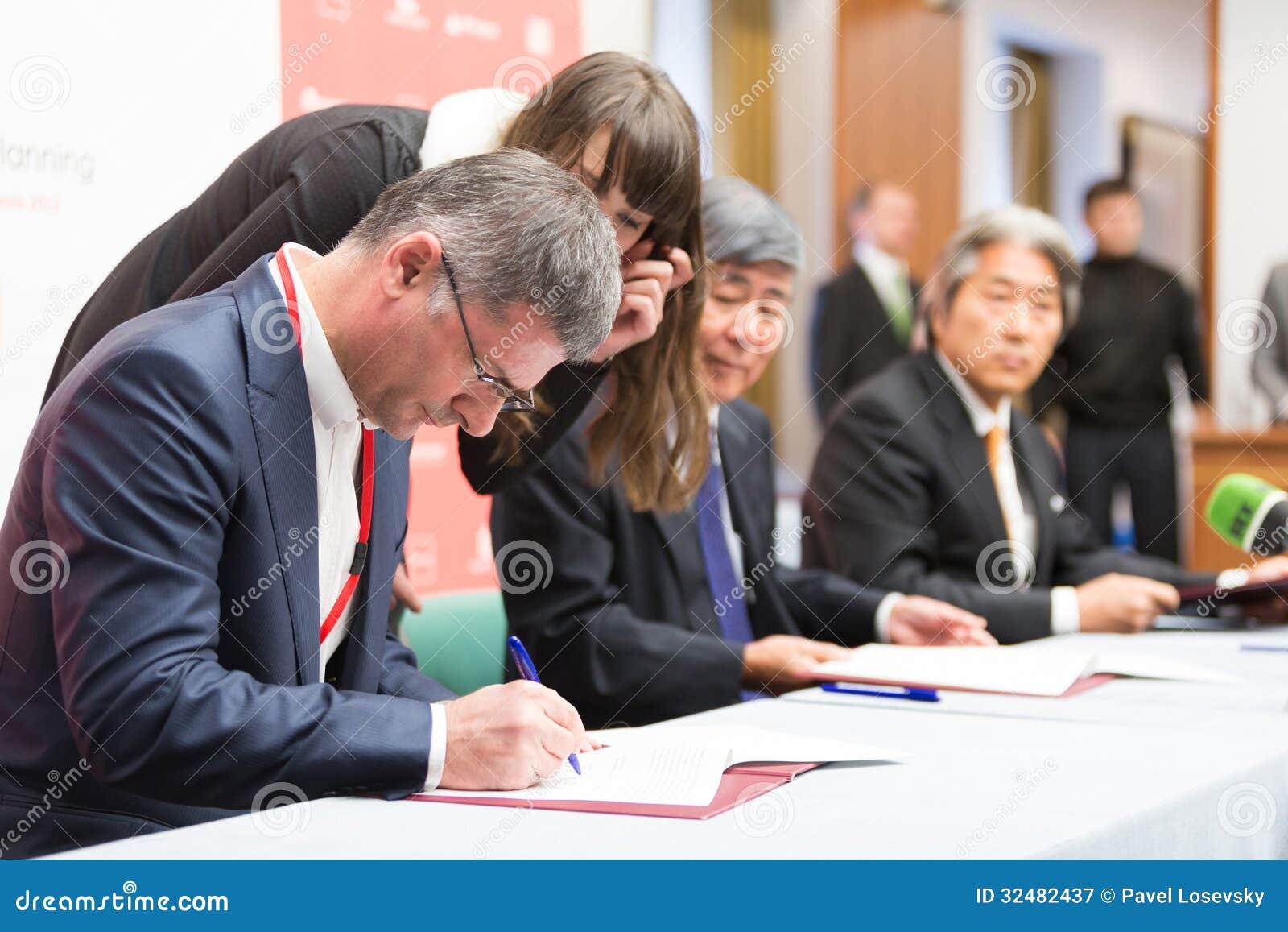 Das Unterzeichnen der Absichtserklärung SCP
