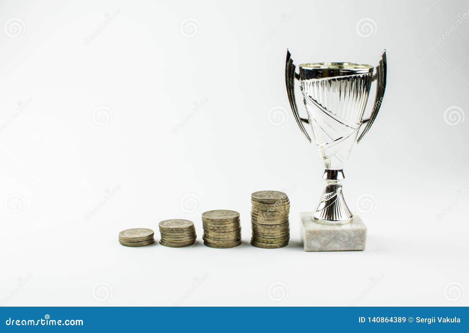 Das Wachstum von Münzen führt zu Sieg Das Konzept der Finanzinvestition in einem Geschäft kopieren Sie Platz für Ihren Text