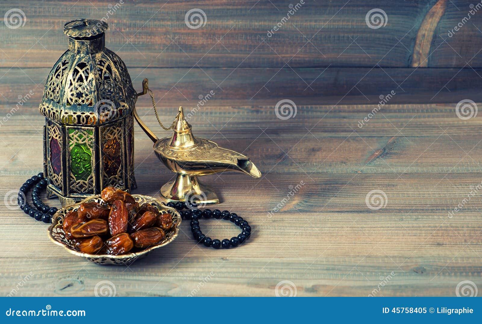 Data, arabisk lykta och radband Islamisk ferie