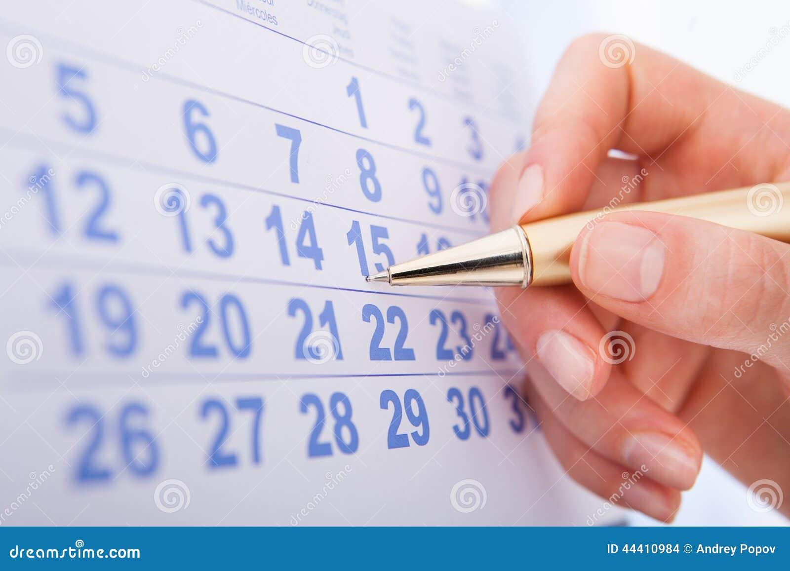 Data 15 da marcação da mão no calendário