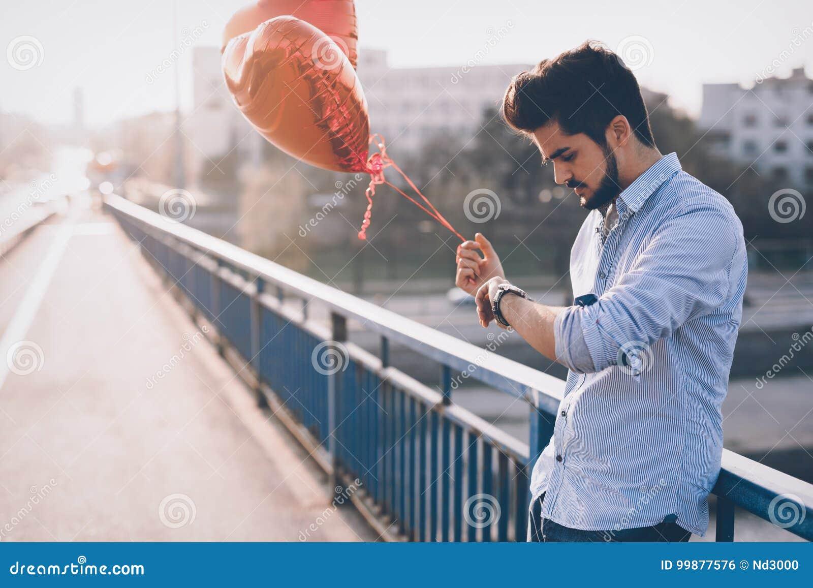 Data de espera do homem triste na data do Valentim