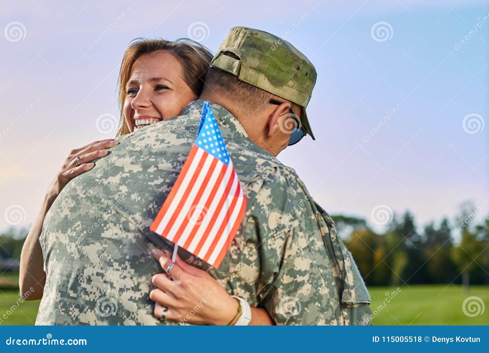 fille de l'armée datant