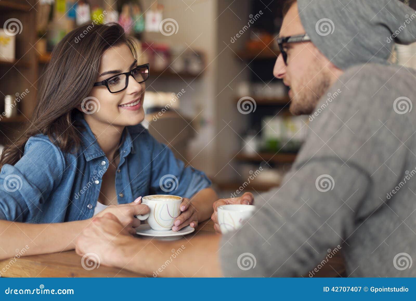 Date au café