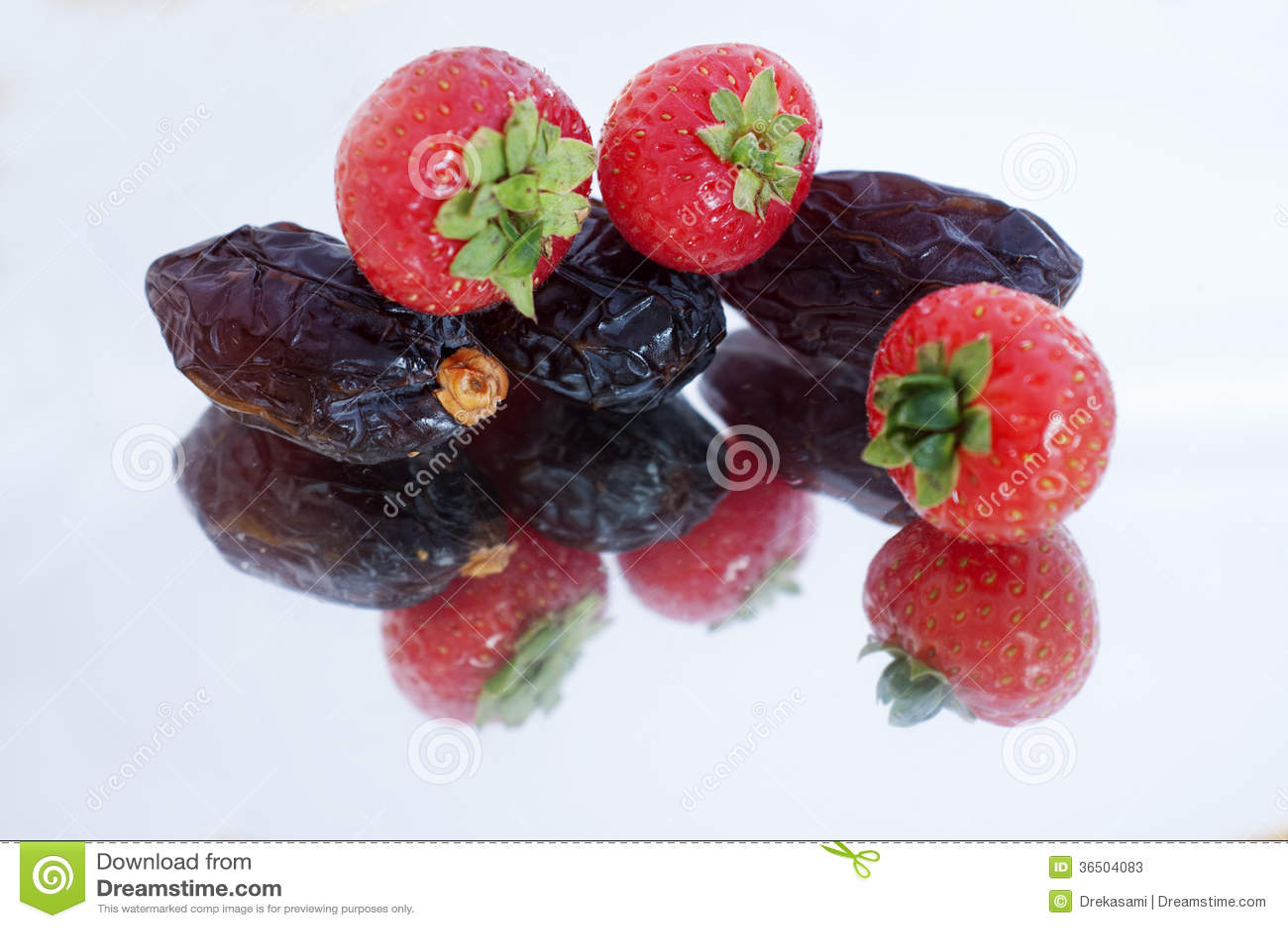 Dates et fraise