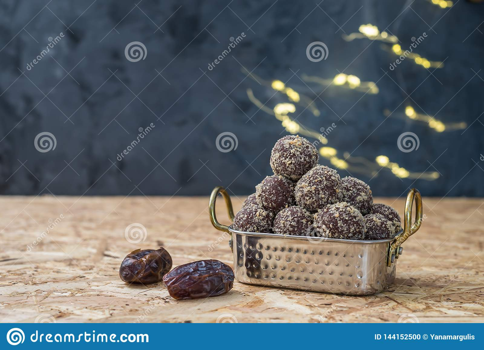 Dates and oatmeal energy balls or bites no cook