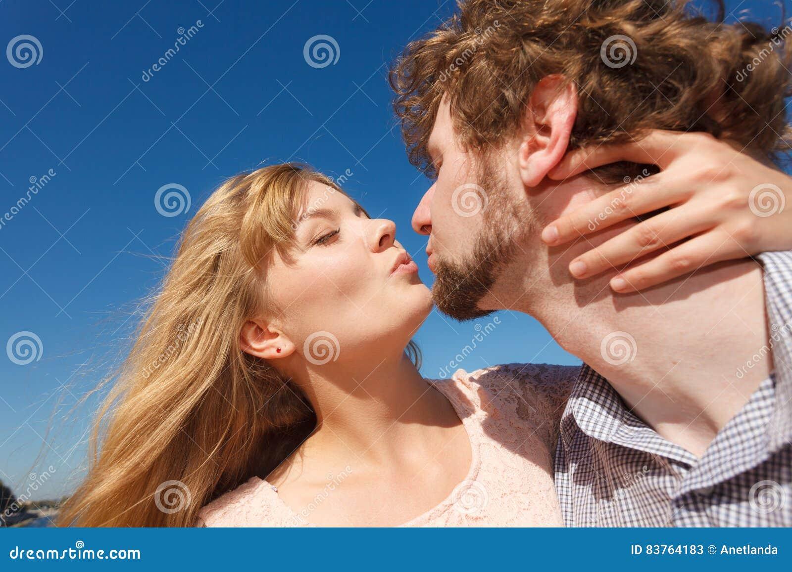 do men enjoy kissing