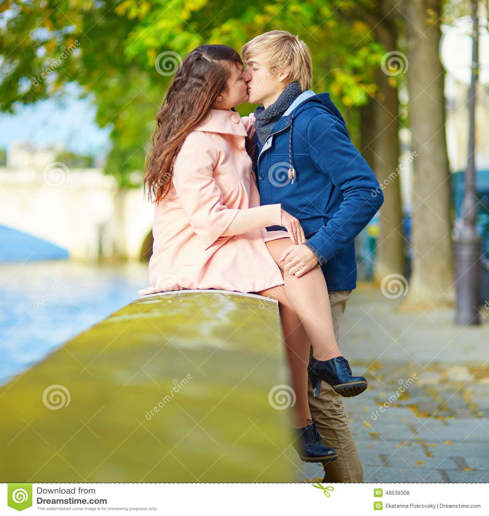 Paris dating online