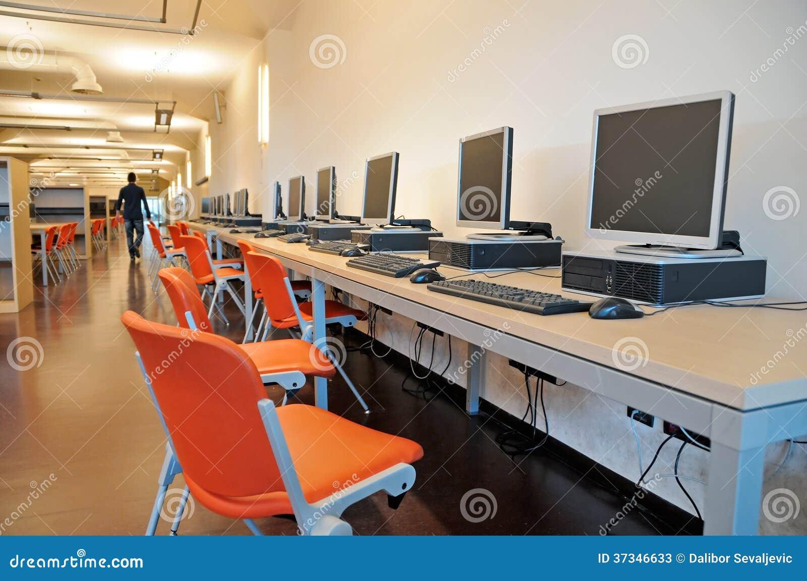 Datorer i ett studentarkiv