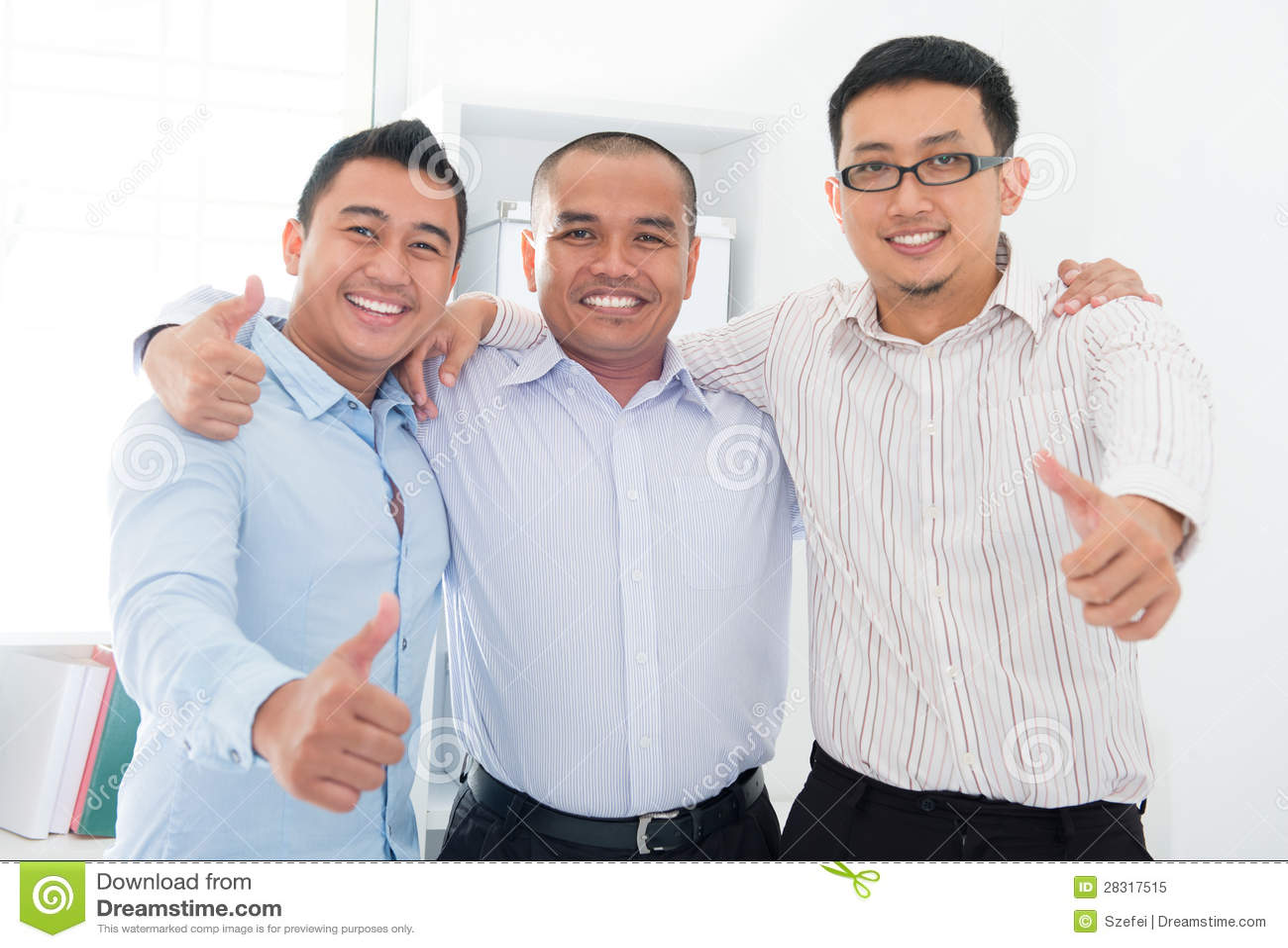 Daumen up südostasiatische Geschäftsmänner