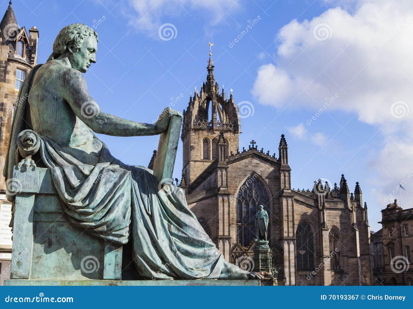 David Hume Statue y St Giles Cathedral en Edimburgo