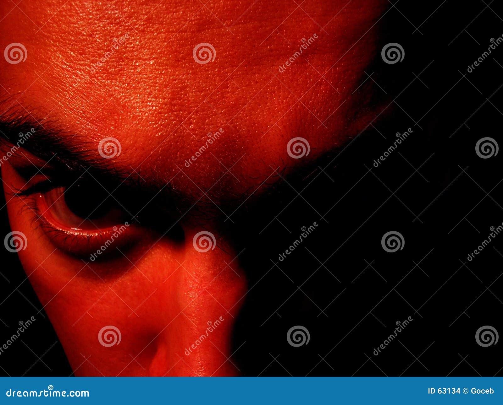 Davil czerwoną twarz