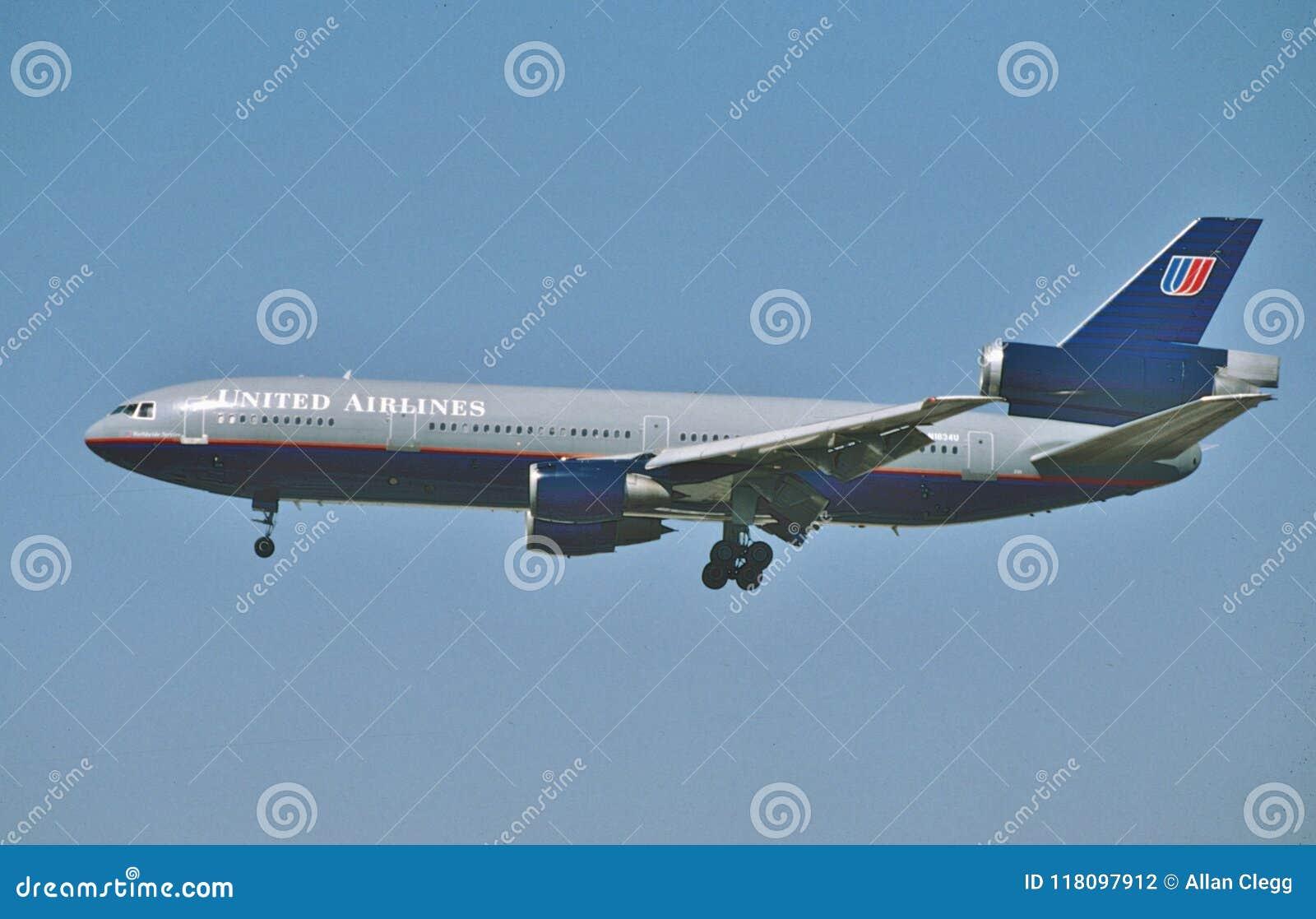 DC-10 die van United Airlines McDonnell Douglas in Los Angeles in September na een vlucht van New York landen