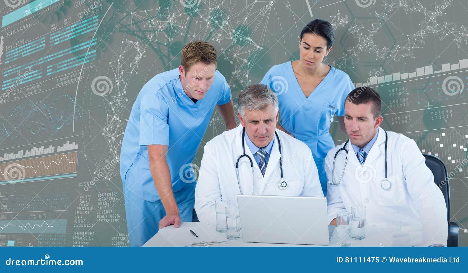 3DComposite beeld van team van artsen die laptop met behulp van bij bureau