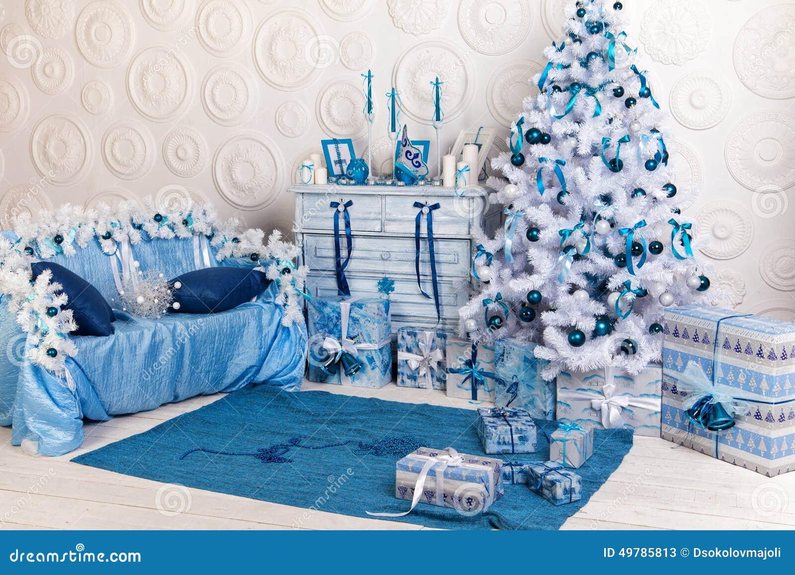 d coration int rieure de f te pour no l dans bleu et blanc. Black Bedroom Furniture Sets. Home Design Ideas