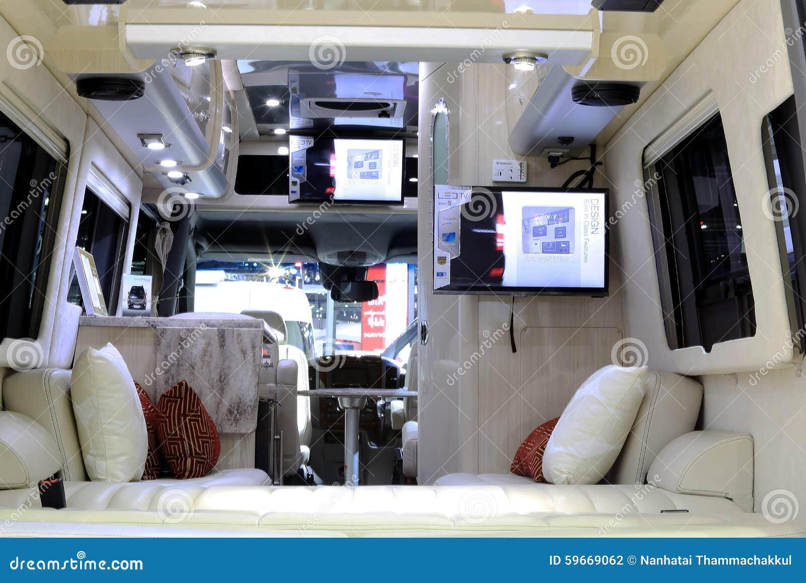 D coration int rieure de luxe dans la voiture de caravane for Interieur voiture de luxe