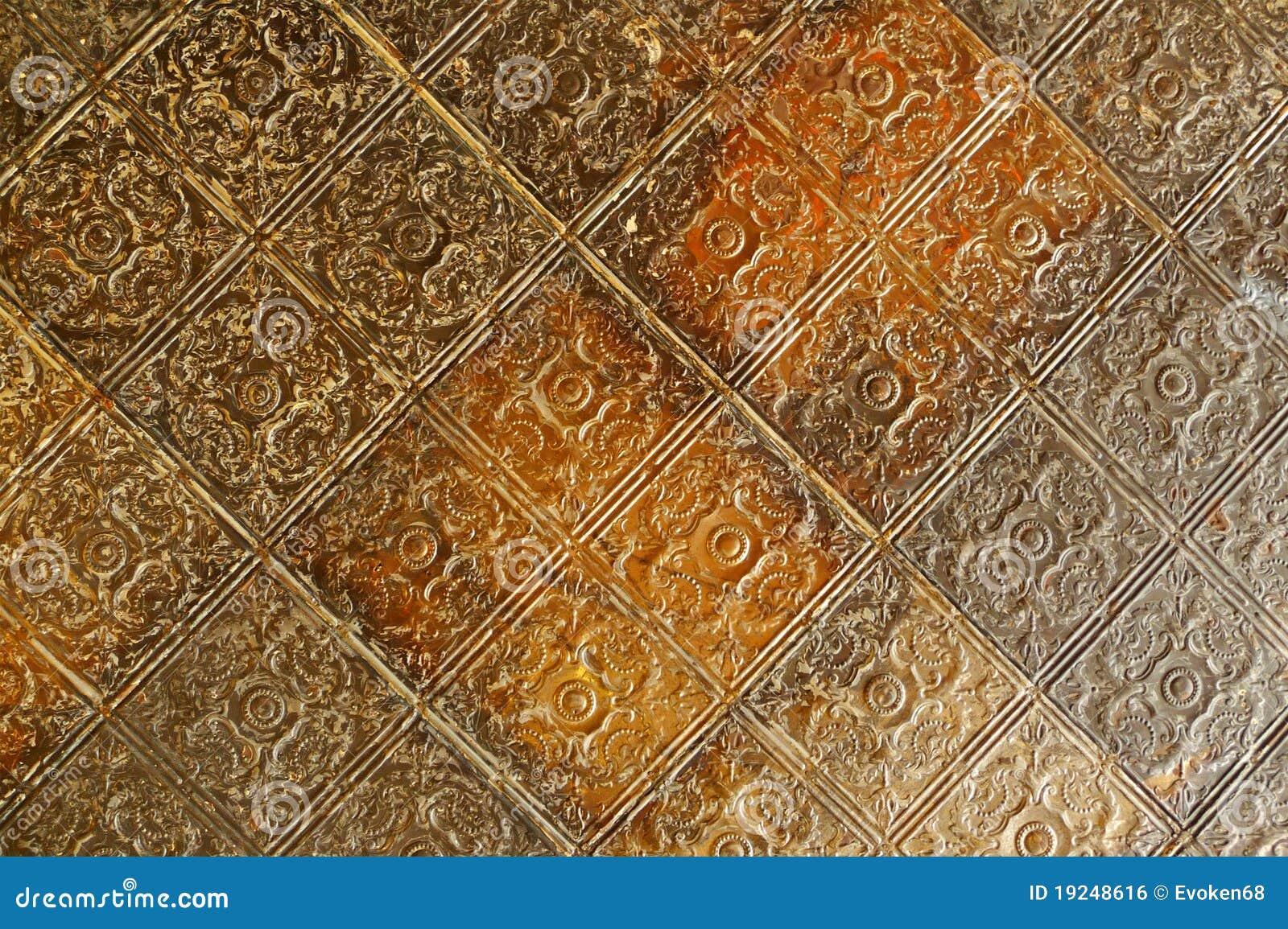 De 19de eeuw in reliëf gemaakte tegels van het tinplafond